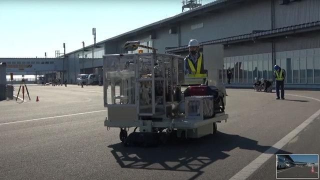磁気マーカ自動貼り付け工事 -空港制限区域-